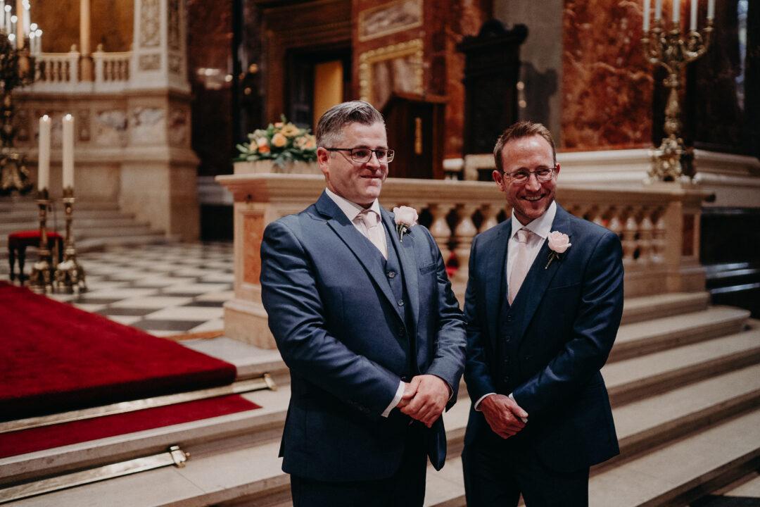 first-look-wedding-saint-stephens-basilica-dream-weddings-Budapest