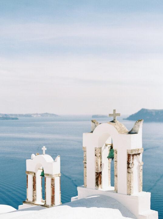 Santorini-church-destination-dream-weddings-Budapest