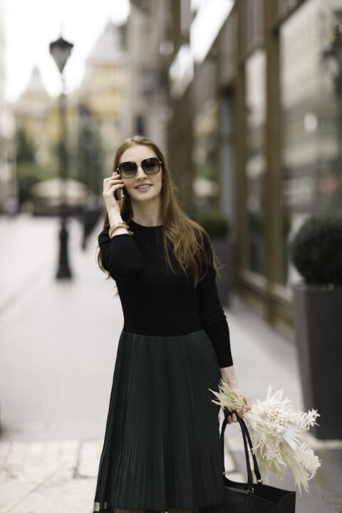 Wedding planner in Budapest with bouquet