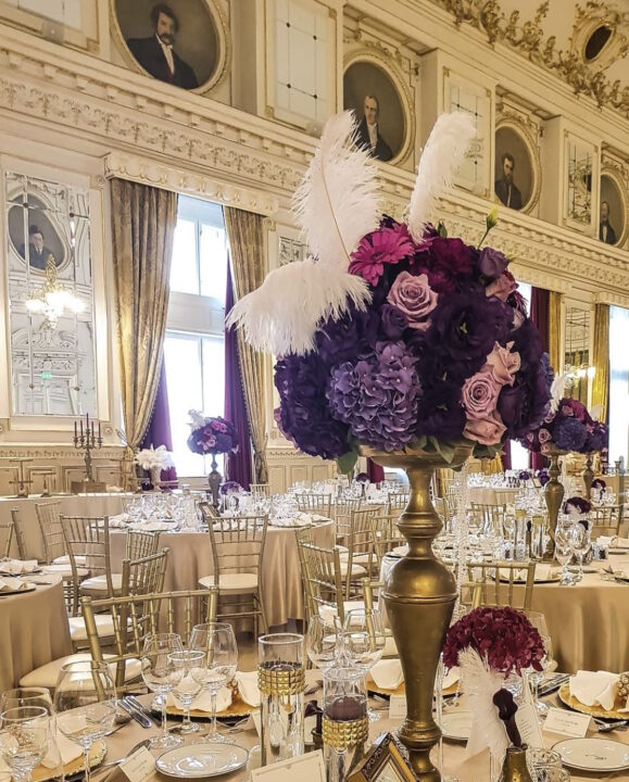 Wedding at Corinthia Budapest with feathers and flowers