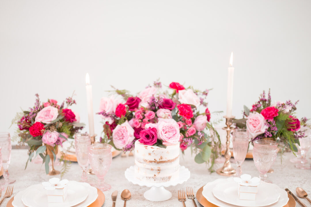 Natural wedding cake frosting table decoration